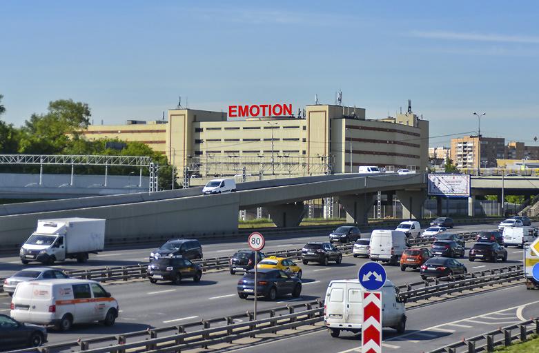 7-я Кожуховская ул. 15, размещение рекламы на крыше здания, вид с ТТК по направлению в сторону м. Автозаводская фото 1 (день)