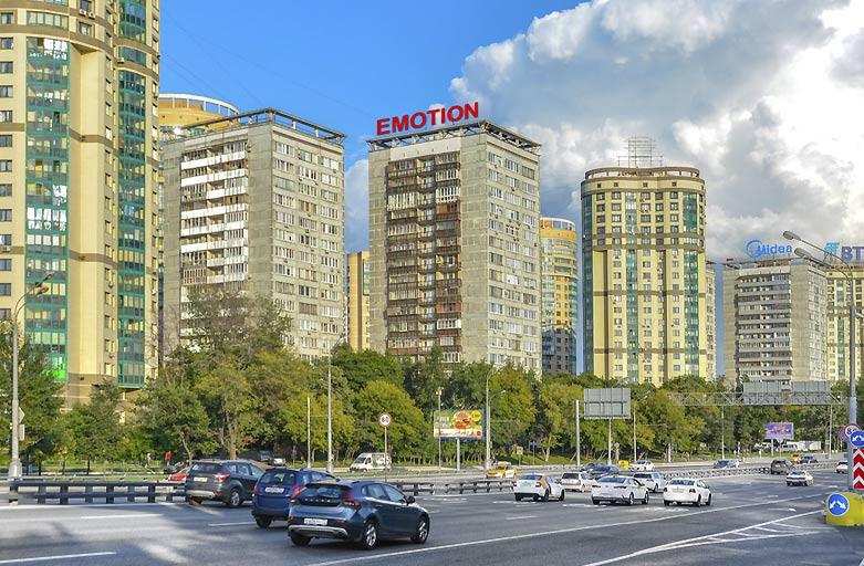 Ленинградское шоссе, 126 размещение крышной установки, вид с Ленинградского шоссе, по направлению в центр, фото 1 (день)